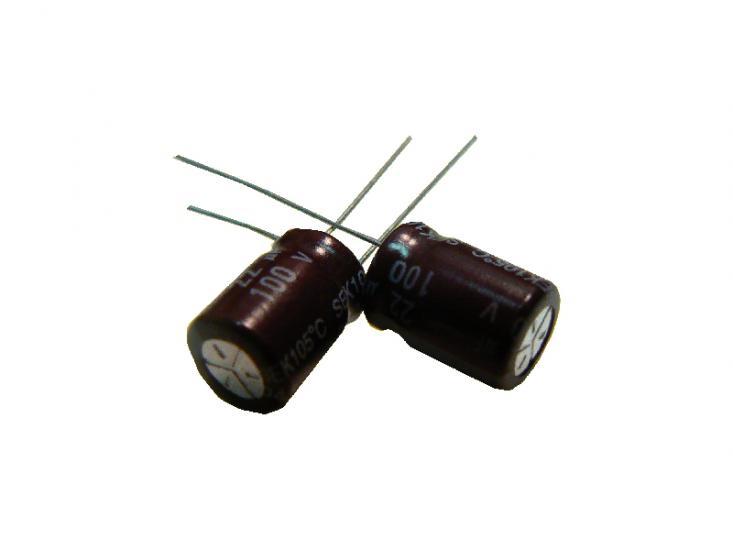 kondenzátor 22uF/100V 105°C (hnědý)