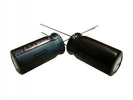 kondenzátor 4,7uF/350V 105°C (hnědý)