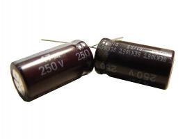kondenzátor 47uF/250V 105°C (hnědý)