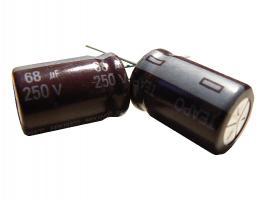 kondenzátor 68uF/250V 105°C (hnědý)